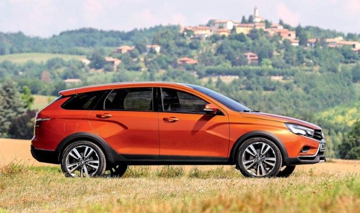 Разработчик новой Lada Vesta Cross, говорят, что для создания «внедорожника» из обычного седана необходимо было внести в конструкцию и технические характеристики более 300 изменений.