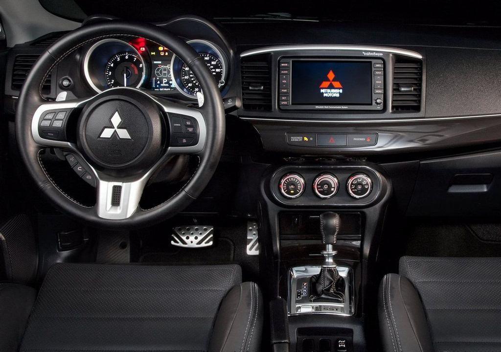 Дизайнеры утверждают, что салон нового Lancer будет абсолютно новым. Если внешне его еще можно сопоставить с предшественниками, то внутри автомобиль будут тщательно проработанным и измененным. Из узнаваемого будет только, то что автомобиль динамичный, стремительный, мускулистый и с серьезным спортивным характером.